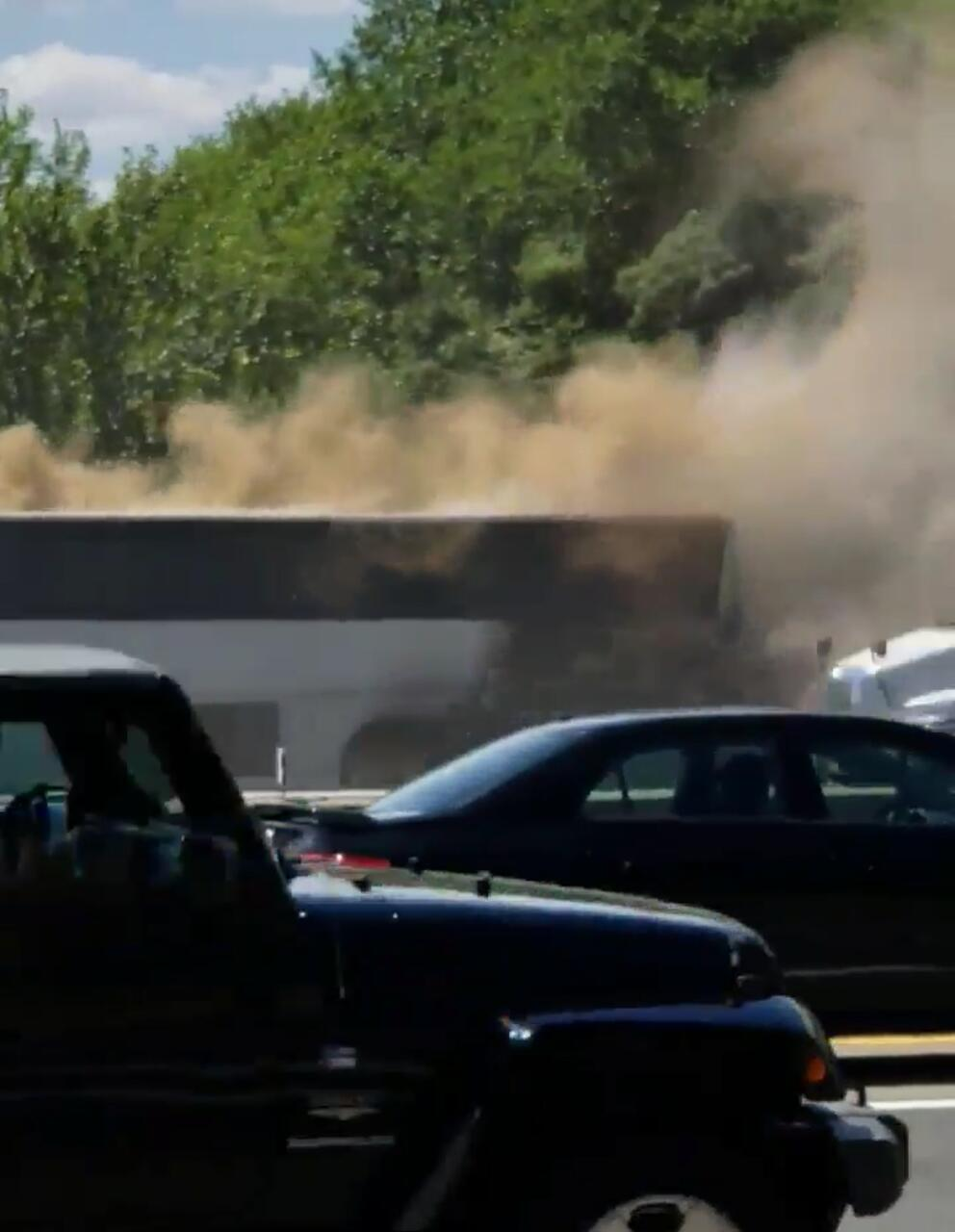 DEVELOPING FORDS/EDISON NJ: Charter Bus Fire On NJ Turnpike