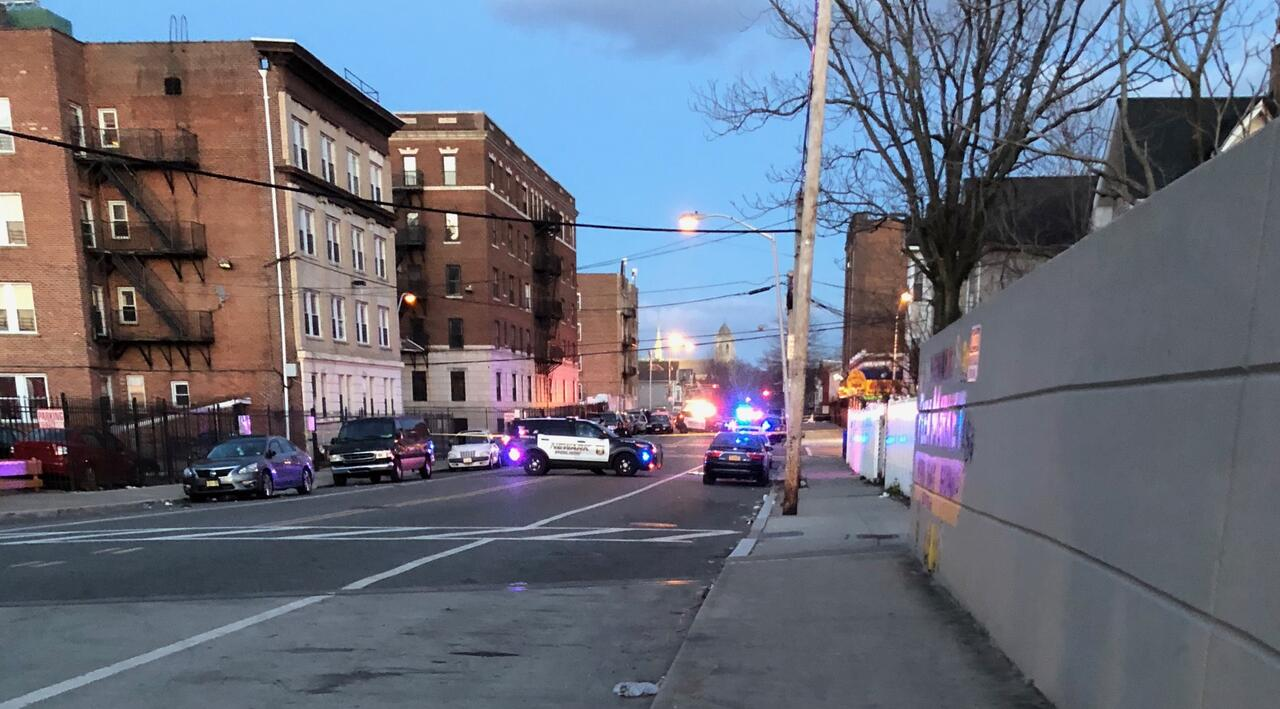 DEVELOPING NEWARK NJ: Serious Injuries for Male Shot in Newark