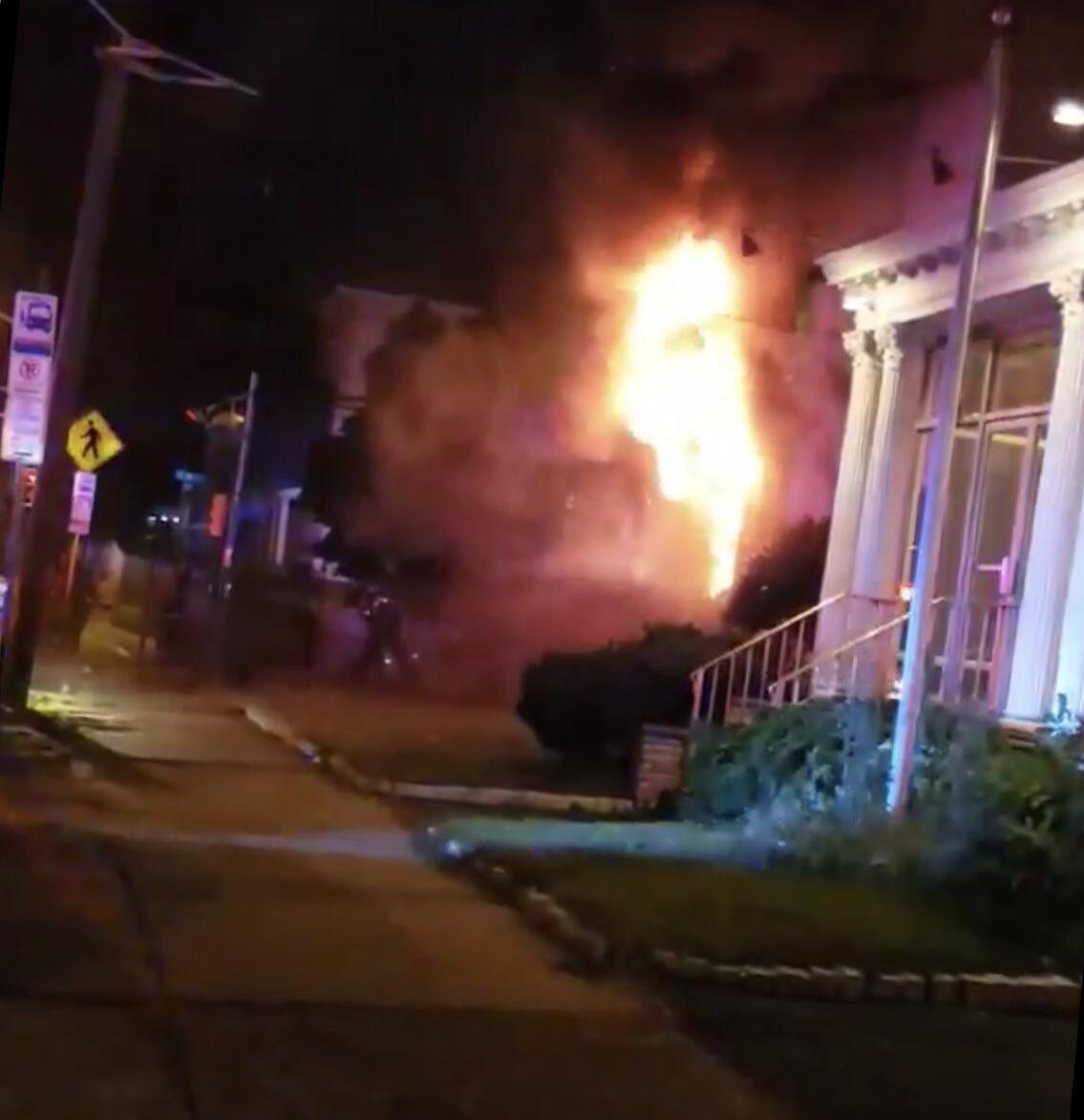 DEVELOPING NEWARK NJ: Fire Tears Through House In Newark's