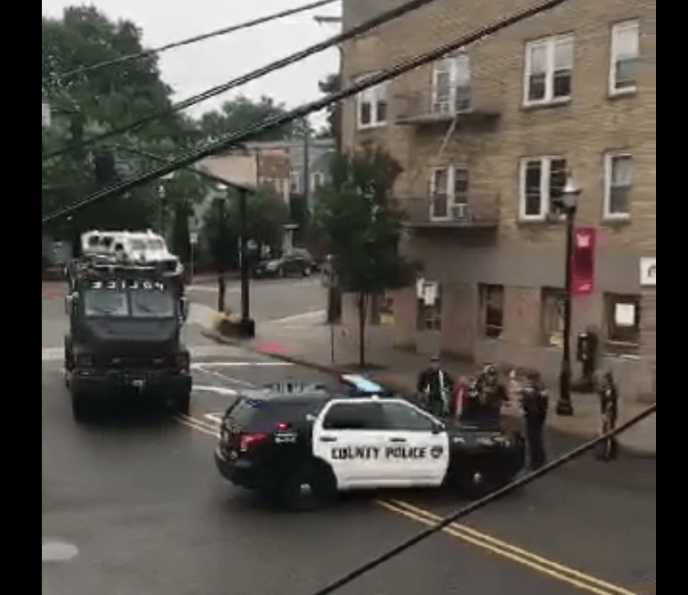 BREAKING RAHWAY NJ: SWAT Team Search for Armed Robbery Suspects in Rahway